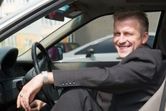 Mens in de auto Royalty-vrije Stock Afbeeldingen