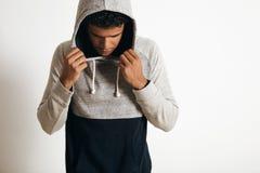 Mens in de lege reeks van het heide grijze clotching model Royalty-vrije Stock Foto