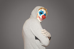 Mens in de masker kwade clown Stock Foto's