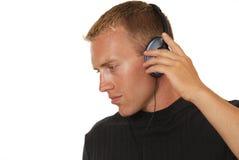 Mens die aan muziek luistert Royalty-vrije Stock Afbeeldingen