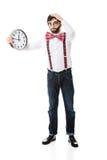 Mens die bretels dragen die grote klok houden Royalty-vrije Stock Fotografie