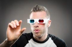 Mens die 3D glazen draagt Royalty-vrije Stock Foto