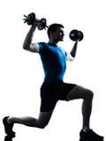 Mens die de houding van de gewichtheffentraining uitoefent Stock Fotografie