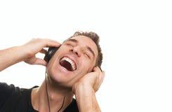 Mens die de muziek luistert Stock Afbeelding