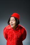 Mens die de rode hoed van Fez dragen Stock Fotografie
