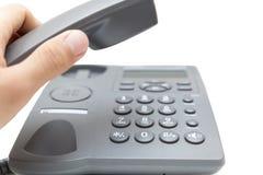 Mens die de telefoonontvanger steunen Stock Afbeelding
