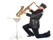 Mens die de trompet spelen Royalty-vrije Stock Foto's