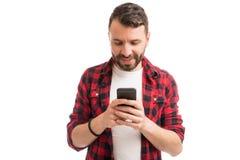 Mens die door Toepassingen op Smartphone gaan royalty-vrije stock foto