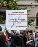 Mens die een banner en het protesteren houden Royalty-vrije Stock Foto's