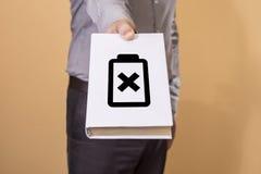 Mens die een Boek houdt Het concept van het batterijleven Stock Foto's