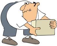 Mens die een doos opnemen Stock Afbeeldingen