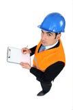 Mens die een gebouw inspecteert Stock Fotografie