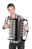 Mens die een harmonika speelt die over wit wordt geïsoleerd Royalty-vrije Stock Fotografie