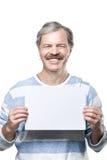 Mens die een leeg aanplakbord houdt dat op wit wordt geïsoleerd$ Stock Afbeelding
