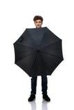 Mens die een paraplu voor hem houden Royalty-vrije Stock Foto