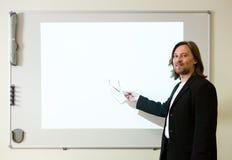 Mens die een presentatie maakt Royalty-vrije Stock Foto