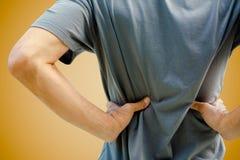 Mens die een rugpijn hebben Stock Foto
