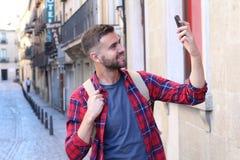 Mens die een selfie voor sociale media breken Royalty-vrije Stock Afbeeldingen