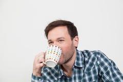 Mens die een thee drinken Royalty-vrije Stock Afbeelding