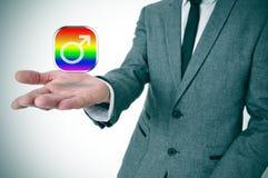 Mens die een vrolijk mannelijk app pictogram tonen Stock Afbeelding