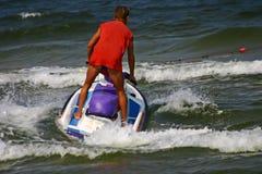 Mens die een waterautoped drijft Stock Afbeelding