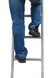 Mens die Geïsoleerde ladder beklimmen, Stock Foto's