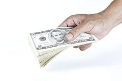 Mens die geld betalen Stock Afbeeldingen
