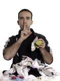 Mens die Gemengde Sokken aanpast Stock Foto's