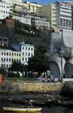 Mens die in haven, Brazilië roeien Royalty-vrije Stock Foto's