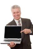 Mens die laptop houdt Stock Foto's