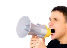 Mens die in megafoon schreeuwt stock foto's