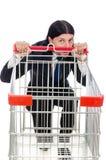 Mens die met de kar van de supermarktmand winkelen Stock Foto