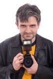 Mens die met een SLR fotocamera glimlacht royalty-vrije stock fotografie