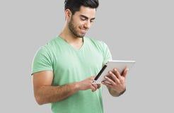 Mens die met een tablet werken, Stock Foto