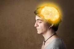 mens die met gloeiende hersenenillustratie denken royalty-vrije stock afbeeldingen
