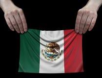Mens die Mexicaanse vlag houdt stock afbeeldingen