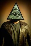 Mens die Oog Illuminati van het Masker van de Voorzienigheid draagt stock foto