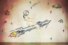 Mens die op de raket in open plek vliegen Royalty-vrije Stock Afbeelding