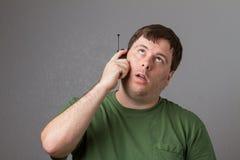 Mens die op de telefoon wachten Royalty-vrije Stock Fotografie