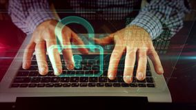 Mens die op laptop toetsenbord met hangslot schrijven stock footage