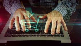 Mens die op laptop toetsenbord met online kar schrijven stock video