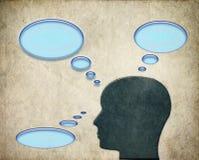 Mens die over gedachten met bellen denken Stock Afbeeldingen