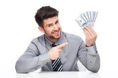 Mens die overvloed van contant geldgeld richten stock fotografie