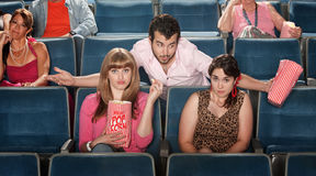 Mens die in Theater flirt royalty-vrije stock afbeelding