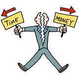 Mens die tijd en geld worstelen in evenwicht te brengen Royalty-vrije Stock Foto's
