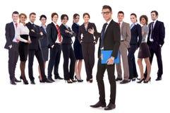 Mens die u welkom heet in zijn commercieel team Stock Afbeelding