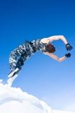 Mens die van een klip springt Stock Foto's