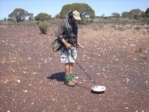Mens die voor goud op de goudvelden van Westelijk Australië ontdekken stock foto's