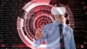 Mens die VR met gegevens en binaire code gebruiken stock video