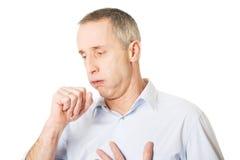 Mens die wegens griep hoesten royalty-vrije stock foto